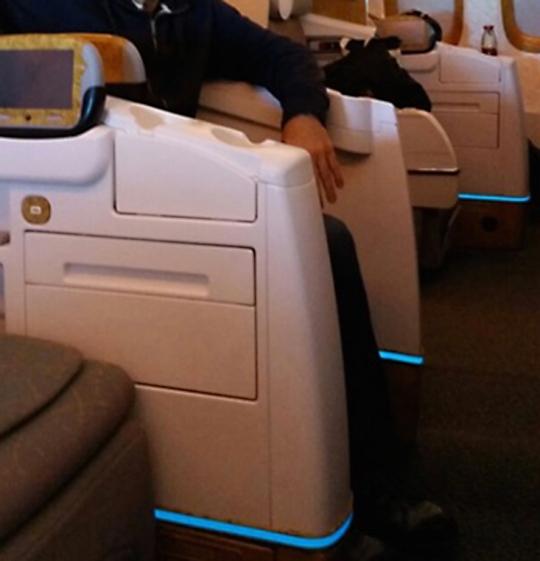Boeing-777-LightTape